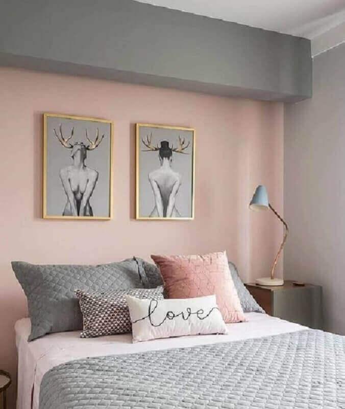 quadros para quarto jovem feminino decorado nas cores cinza e rosa  Foto Pinterest