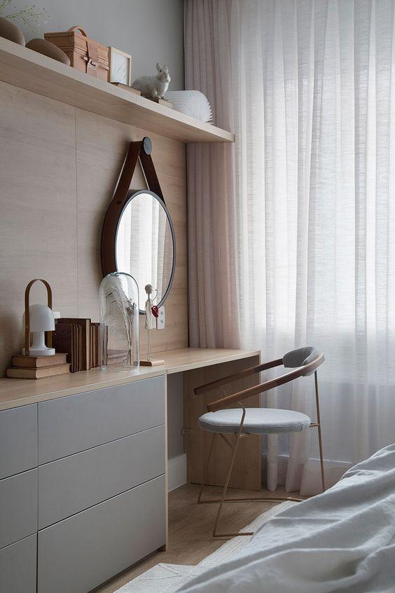 Cantinho do quarto com penteadeira