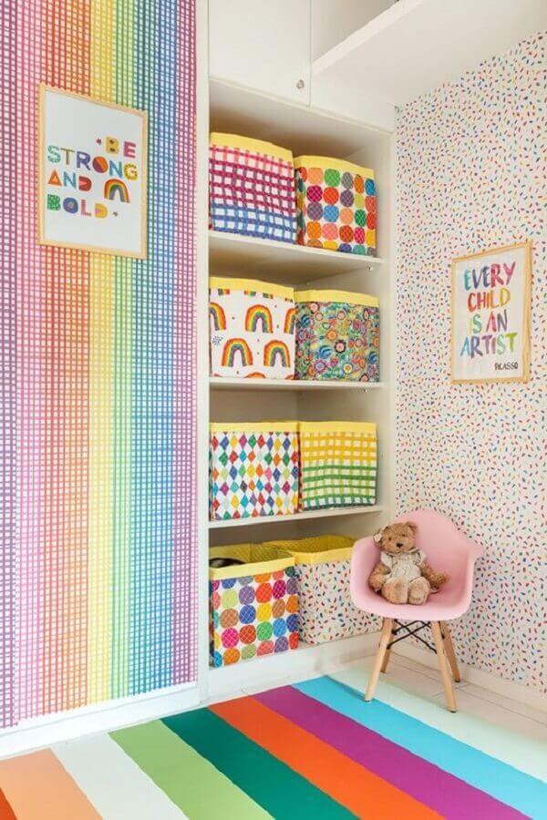 quarto infantil decorado com papel de parede bem colorido Foto Pinterest