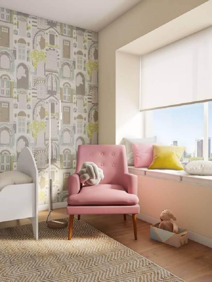 quarto infantil decorado com poltrona rosa bebê Foto Pinterest