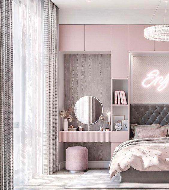 Quarto planejado cor de rosa com penteadeira ao lado da cama