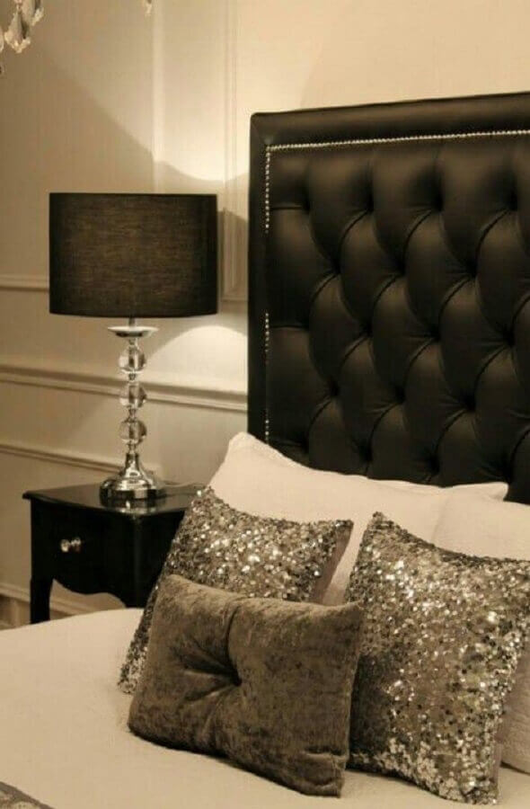 quarto sofisticado decorado com cabeceira capitonê preta de couro Foto We Heart It