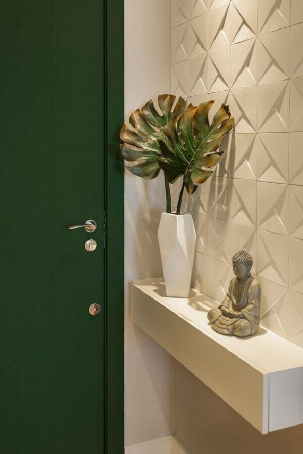 revestimento 3D e aparador suspenso planejado para hall de entrada pequeno Foto Juliana Agner Arquitetura