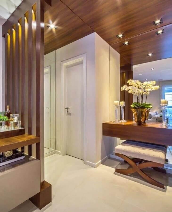 revestimento de madeira para decoração hall de entrada pequeno moderno e sofisticado Foto MM Baptista