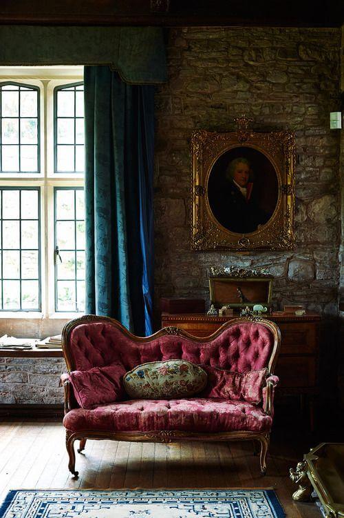 Sala com sofá antigo