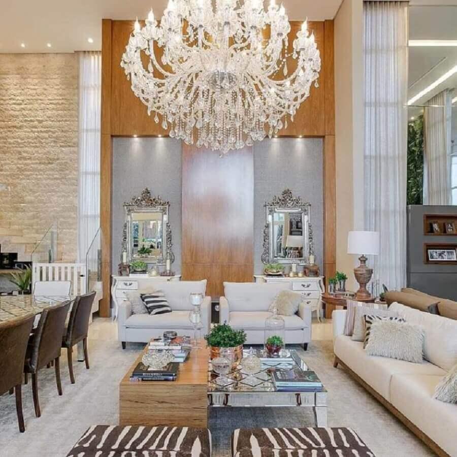 sala de estar ampla e sofisticada decorada com lustre pendente cristal Foto MJ Arquitetura