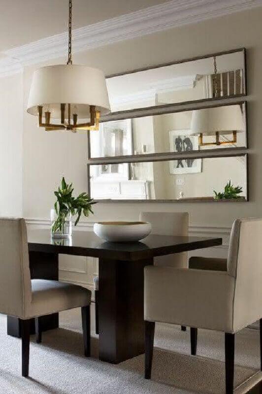 sala de jantar com espelho na parede e lustre pendente arrojado Foto Archidea
