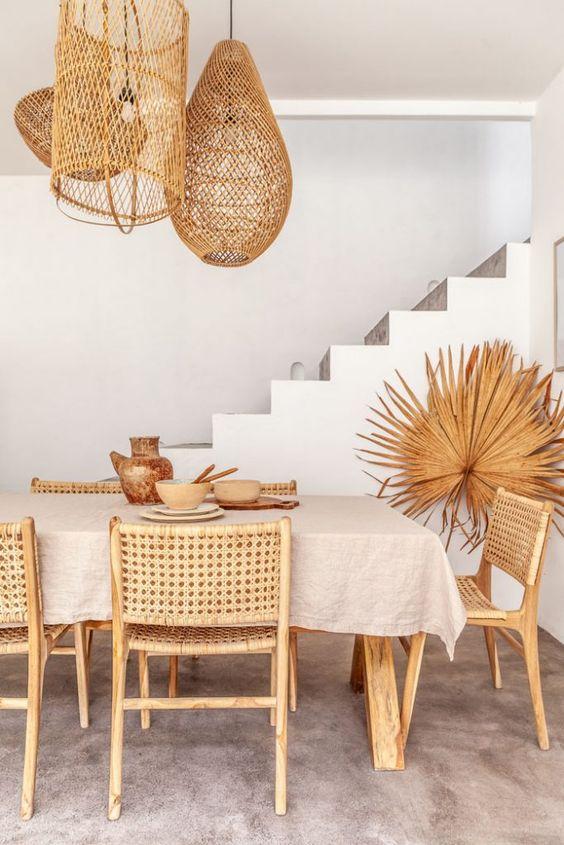 Sala de jantar com lustre rústico