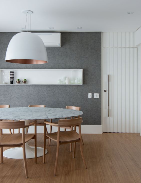 Sala de jantar com mesa oval moderna