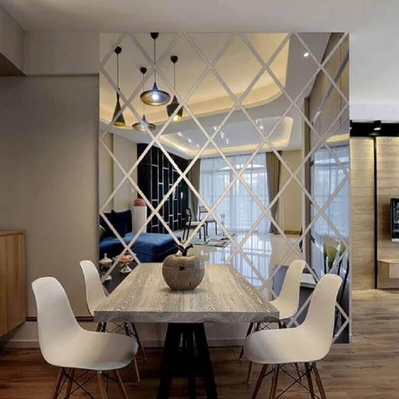 sala de jantar decorada com parede de espelho Foto Pinterest