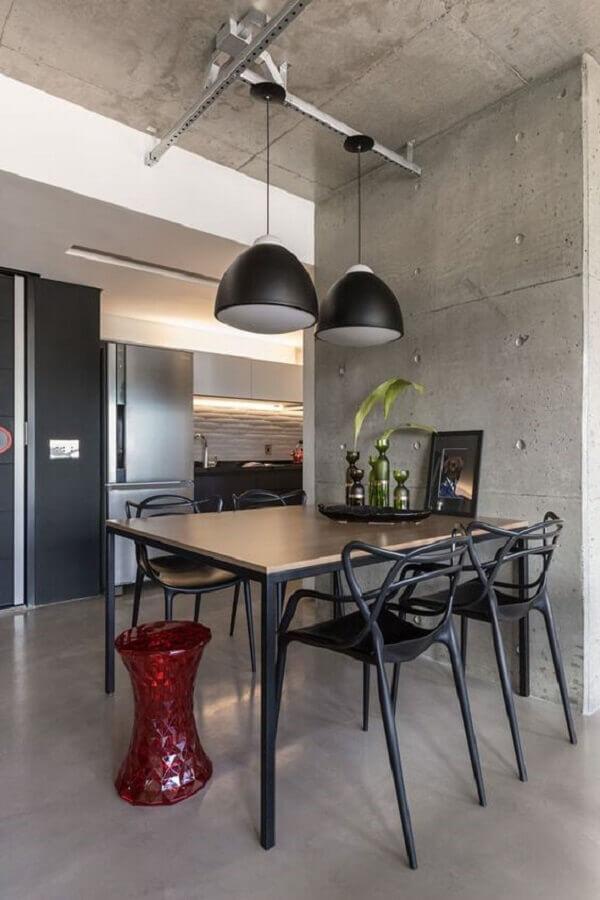 sala de jantar decorada com pendente industrial preto Foto Pinterest