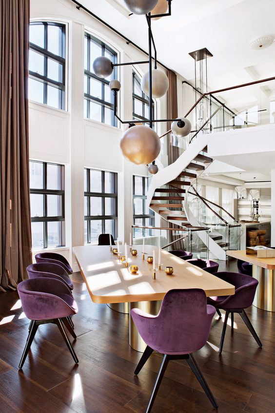 Sala de jantar cadeiras roxas