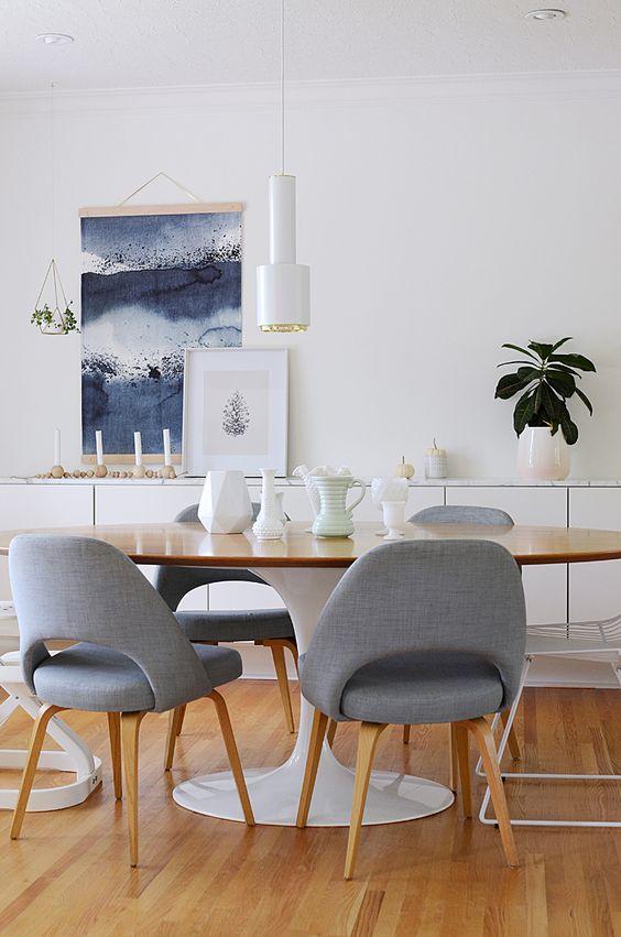 Sala de jatnar moderna com mesa oval