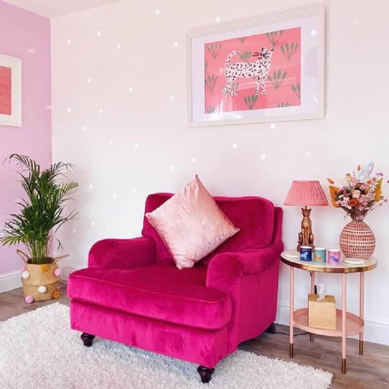 sala decorada com confortável com poltrona rosa pink Foto Pinterest