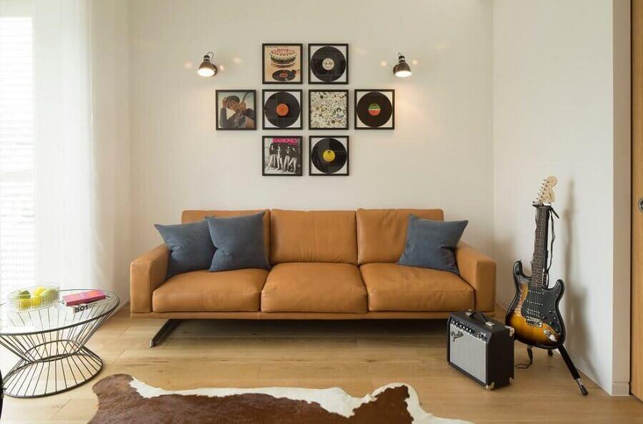 sala simples decorada com sofá marrom claro  Foto Houzz