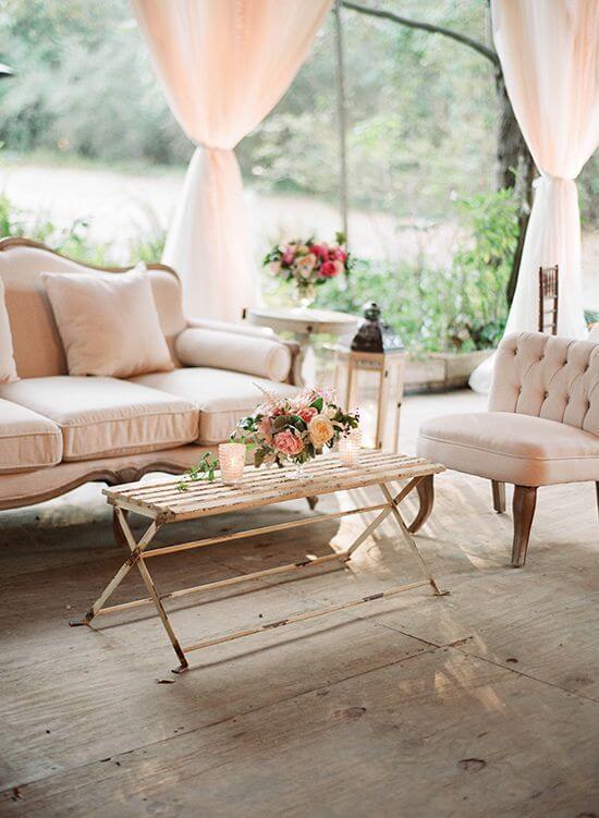 Sofá antigo na varanda