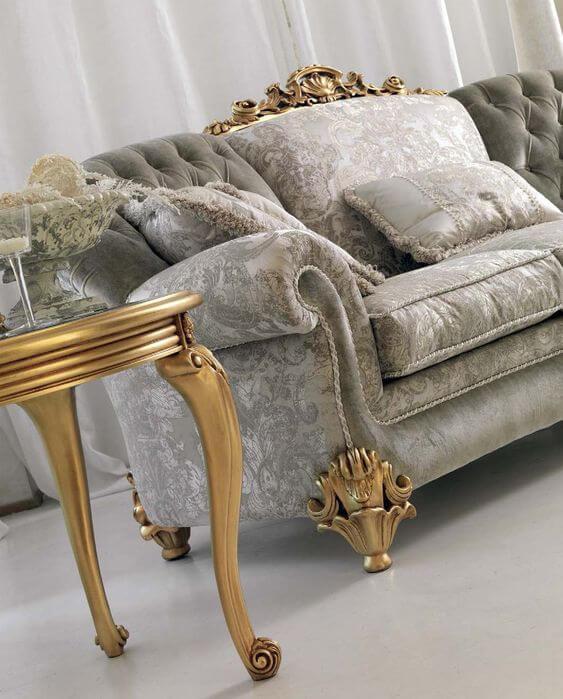 Sofá antigo cinza e dourado