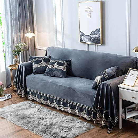 Sofá antigo cinza para sala de estar confortável