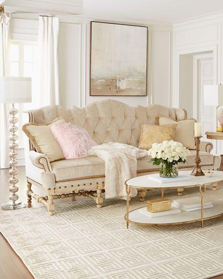 Sofá antigo clássico com dourado