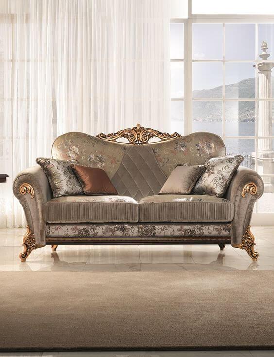 Sofá antigo de luxo na decoração