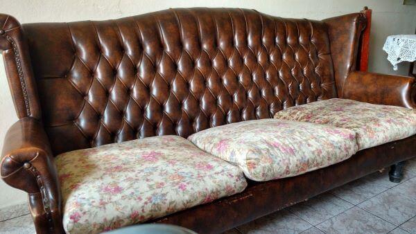 Sofá antigo de madeira e couro