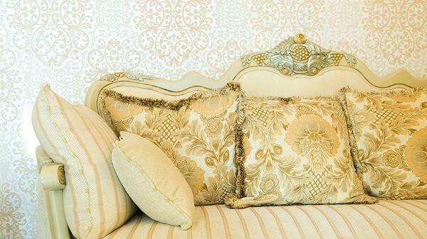 Sofá antigo dourado