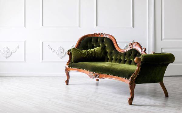 Sofá antigo vintage na cor verde