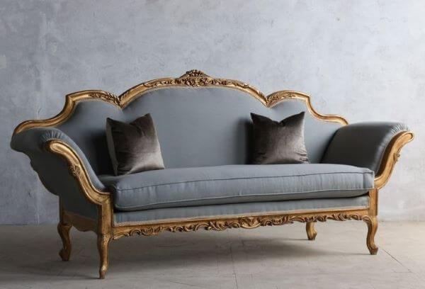 Sofá antigo vintage azul e dourado
