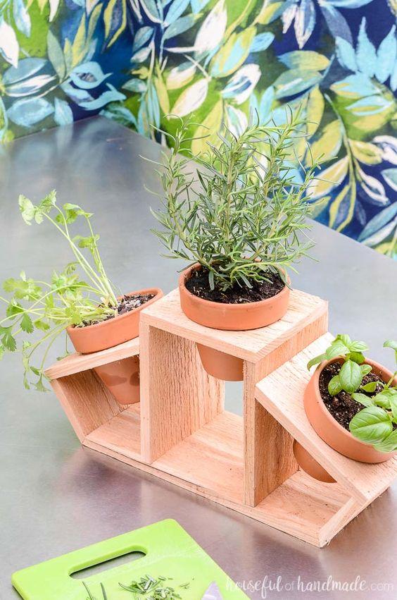 Suporte para vaso de madeira