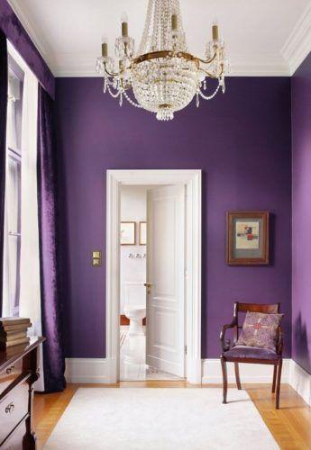 Tons de roxo na parede de casa