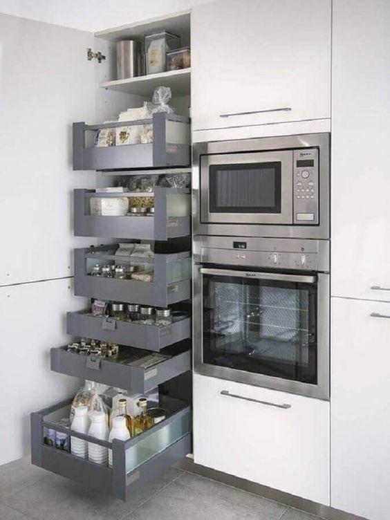 Torre quente com gavetas e microondas