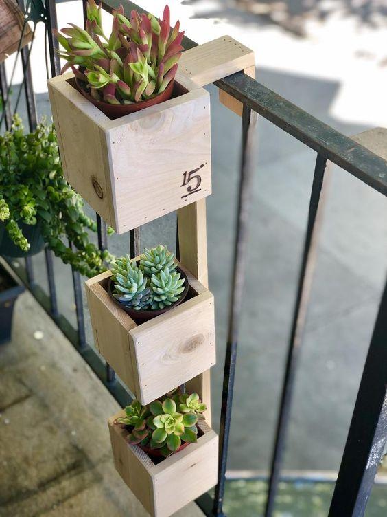 Decore sua varanda com lindos vasos de madeira