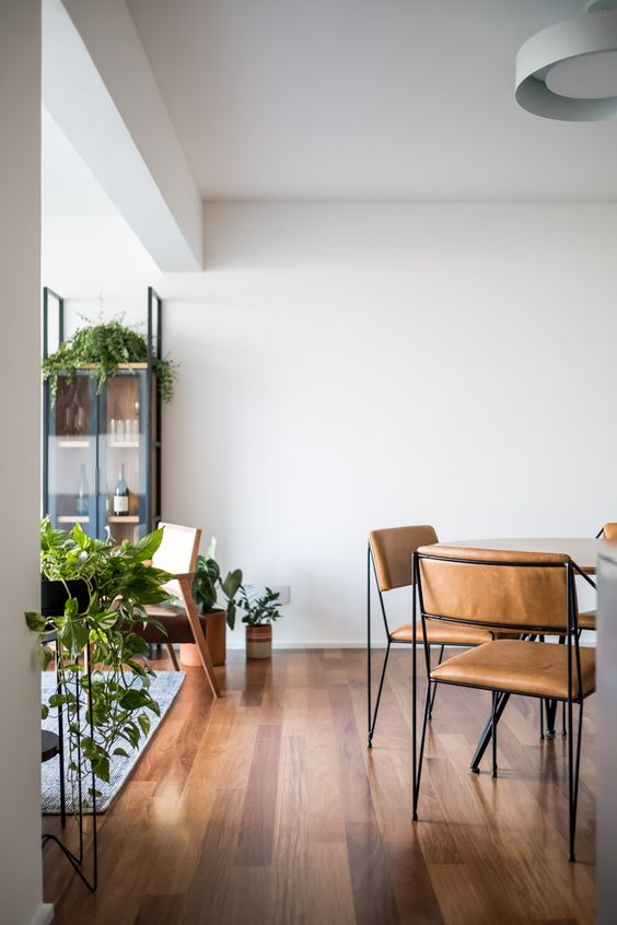 Vaso de madeira para sala de estar moderna