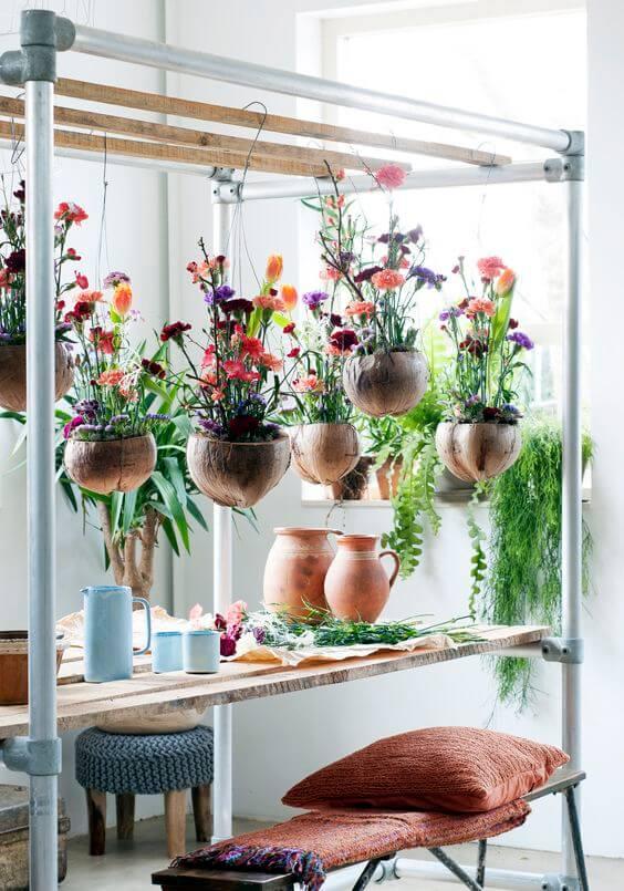 Vaso de madeira suspenso