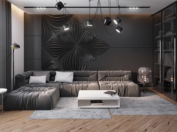 A composição de fios do lustre industrial chama a atenção na decoração