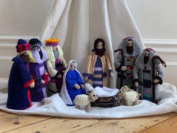A decoração de Natal pode ficar ainda mais especial na presença de elementos artesanais feitos com a técnica de amigurumi