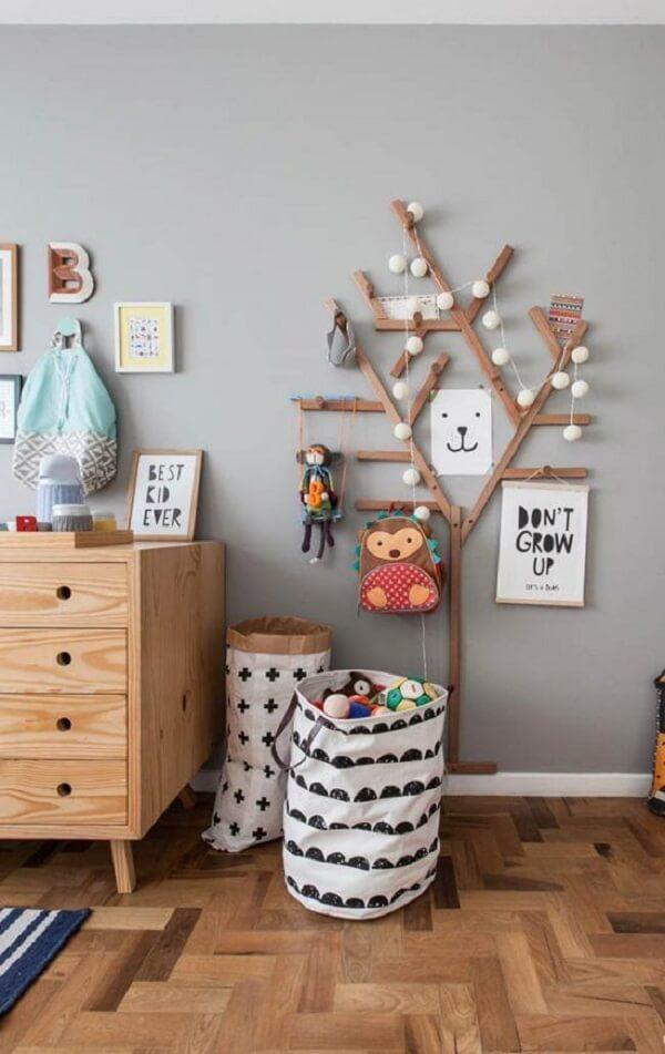 Cabideiro de madeira de parede para quarto infantil