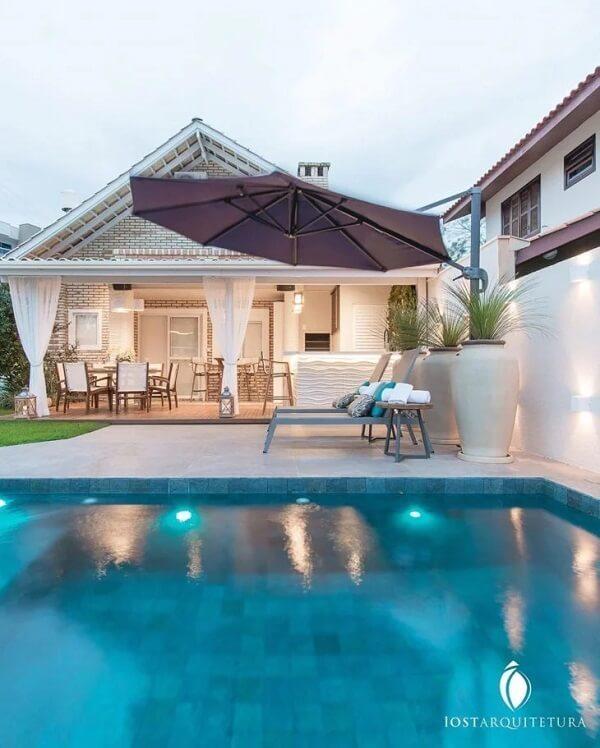 Casas de campo com varanda e piscina