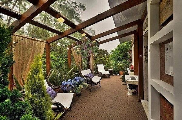 Cultive plantas no entorno das casas de campo ao redor