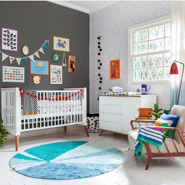 Este modelo de tapete redondo para quarto infantil caiu perfeitamente no projeto