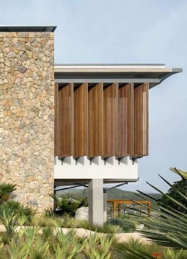 Invista em muros de pedras rústicas do tipo madeira para fachada da casa
