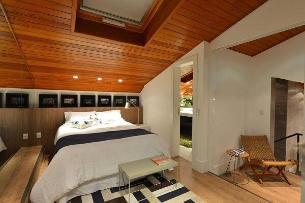 Invista em um lindo tapete no quarto com suíte