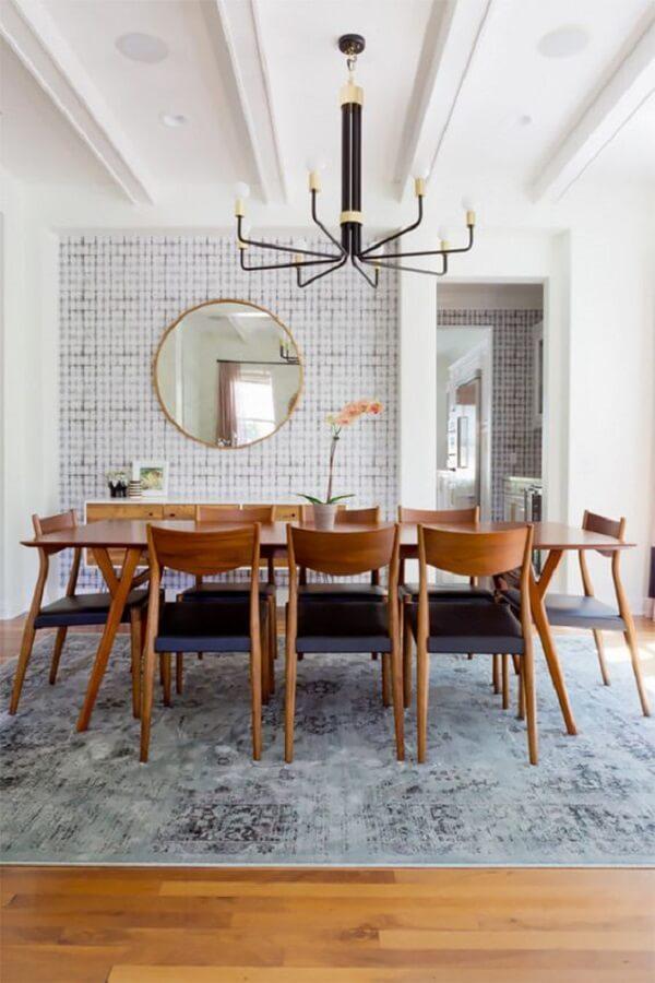 Mescle materiais e forma uma linda composição na sala de jantar
