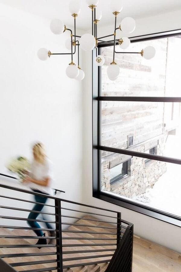 Modelo de lustre industrial com múltiplas lâmpadas