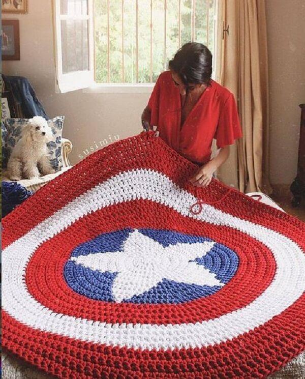 Modelo de tapete para quarto infantil masculino com temática do Capitão América