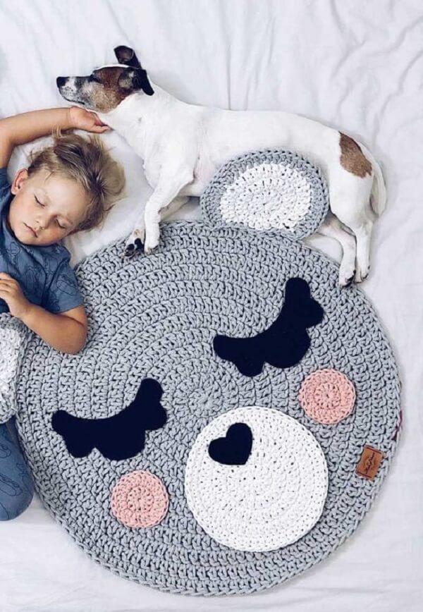 Modelo de tapete para quarto infantil masculino e feminino com imagem de bichinho