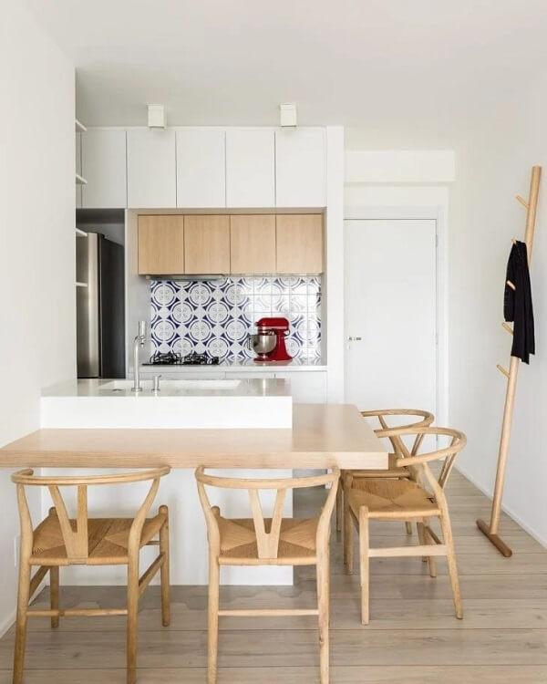 O cabideiro de madeira se adapta em diferentes ambiente da casa