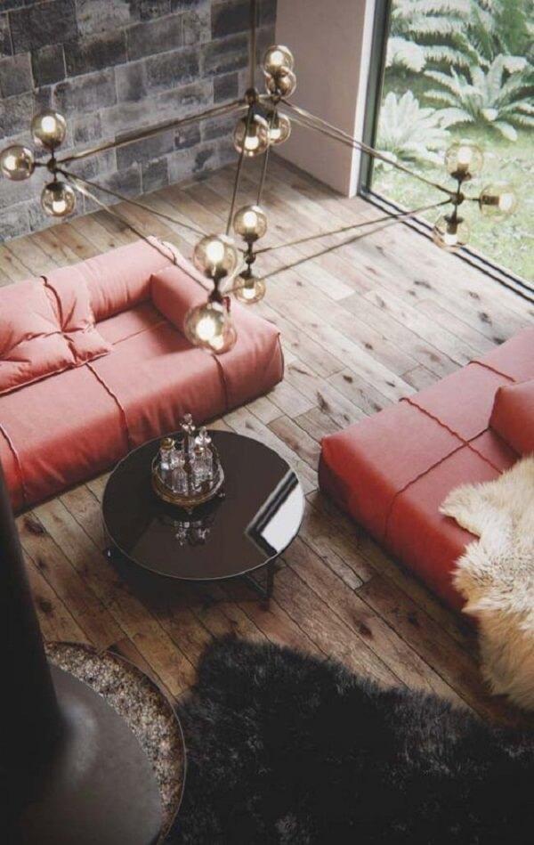 O lustre industrial cobre se conecta em diferentes estilos de decoração