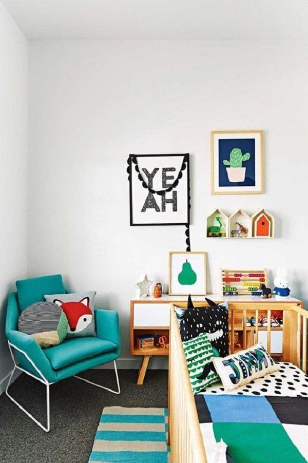 O nicho casinha quarto bebê serve de apoio para os brinquedos