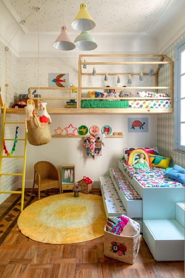 O tapete amarelo para quarto infantil ilumina a decoração do ambiente